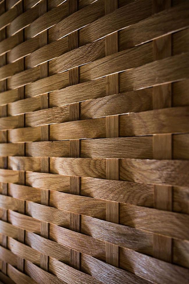 Những tấm liếp kéo được xử lý và đan khéo léo là điểm nhấn đẹp mắt cho ngôi nhà.