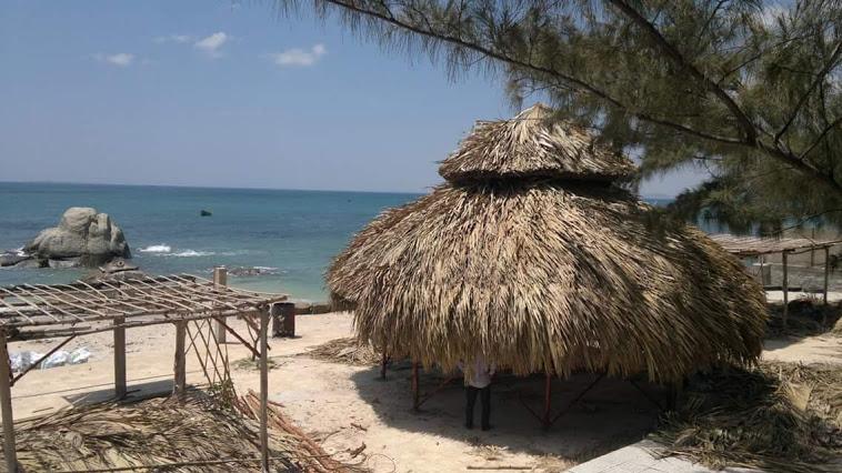 Resort mái lá tại Long Cung Beach